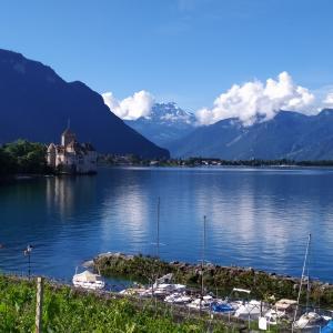 レマン湖畔を歩くと、かわいい町!が現れた~スイス