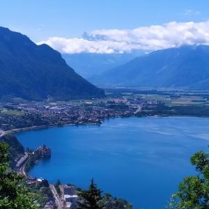 レマン湖が眼下に見える清々しい景色~スイス