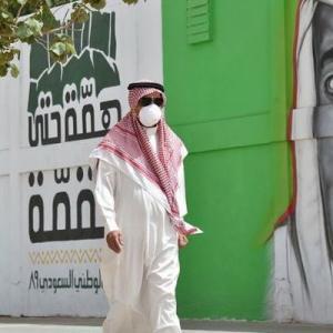 サウジで新型コロナに感染した男が唾を吐き逮捕、死刑の可能性も