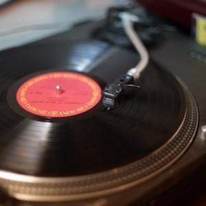 アナログレコードの売り上げがCDを抜いた、80年代以来初めてのこと