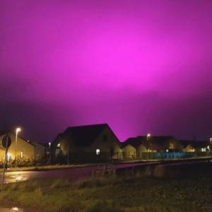スウェーデンや千葉県でも、空が異様な紫色に染まる