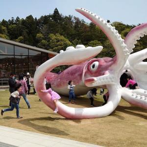 コロナ交付金2500万円を使った石川県のイカのモニュメント、世界主要メディアが報じる
