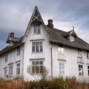 被写体は「ノルウェーの廃墟」。廃墟とその物語を記録する北欧のアーティスト