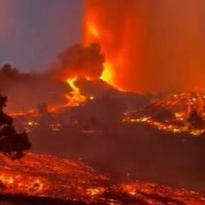 カナリア諸島の島で火山が噴火、大量の溶岩が吹き出し、多くの住民も避難【複数動画】