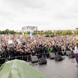 気候変動対策を求めるデモが世界99カ国で開催、グレタさんもドイツで選挙前に訴える