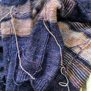 セーター完成 糸始末前