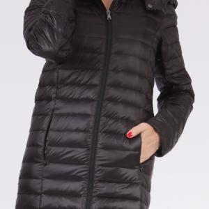 今ならお買い得!軽くて暖かい中綿はふわふわのダウンコート・フード付き(取り外し可)ハイキングにも