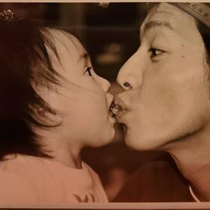【画像】Koki,木村拓哉の47歳誕生日を祝福「あなたを愛してます!」  幼少期のキス寸前の親子ショット投稿