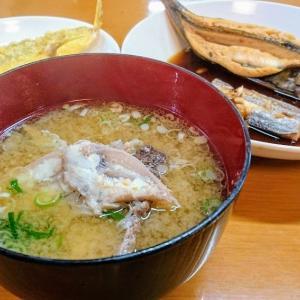 保田 浜の味 栄丸の人気メニュー朝漁定食(アラの出汁が効いた漁汁が美味い)