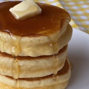 ホットケーキをふわふわに焼く為の解説動画(膨らませるコツはホットケーキミックスを混ぜすぎない事)