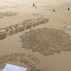 【旅行記】サン・セバスティアンの浜に描かれたアート