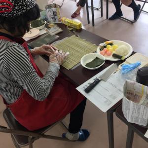 商工会女性部の方と飾り巻き寿司