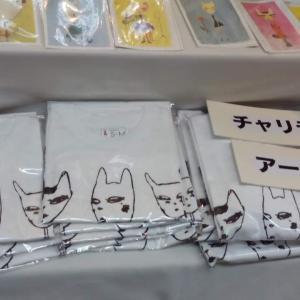 個展2日目 チャリティーTシャツも発売中