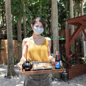 ■ヤエヤマヤシの森の中で食べるお昼ごはん■ 石垣島の絶世の美女が作る絶品のお惣菜