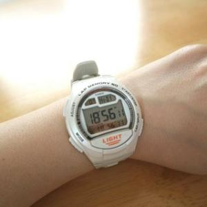 愛用している時計はチープカシオ。時計って便利。