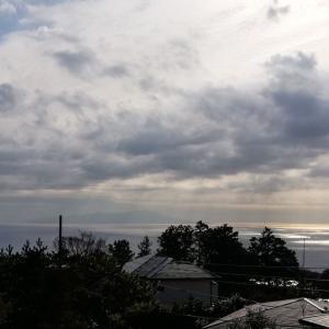 サンスポットとアルメリアと分厚い雲