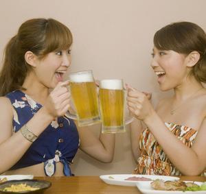 酒、アルコールを飲まない人より飲む人の方が老け顔・・・?
