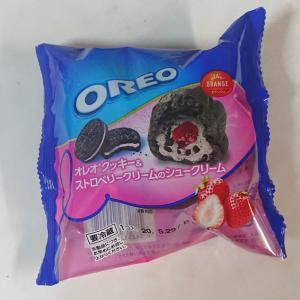 オレオクッキー&ストロベリークリームのシュークリーム♪