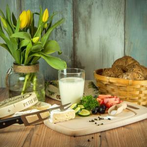 【ふるさと納税返礼品】上士幌町・よつ葉のチーズとバターの詰合せが届いた