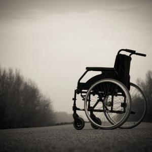 歩行器に戻すか車いすかで悩みます