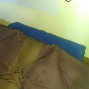 寝袋を室内で常用する時に枕がずれていく問題の解決方法