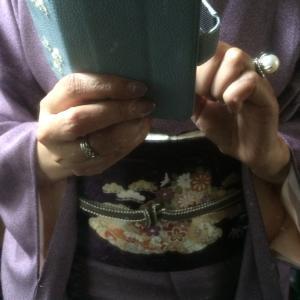 千總の江戸小紋に紫地の染め帯