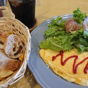 土日の朝の密かな楽しみ、京成みどり台近くペコペコキッチンで頂くガッツリモーニング バターチキンカレー&チーズオムレツプレートを2連投!!