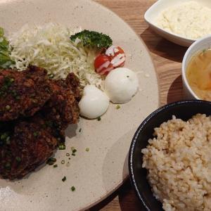 中央区新田町のマッスルラボが、カジュアルレストラン&バー『パンタレイ』へリニューアル! 下味・ソース共に絶品な鶏の唐揚げを、玄米ご飯と共に頂いてみた
