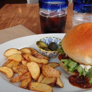 千葉中央のメキシカンなカフェダイニング、カフェ マンチーズがランチをスタート! 自家製テキサス風チリのチリチーズバーガーを食べてみた