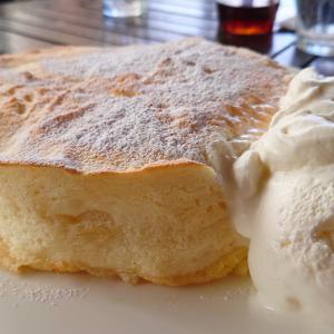 木更津アウトレット向かいのハワイアンカフェ、アロハキッチン モチコチキンにふわとろパンケーキらを食べ比べ