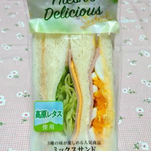 ファミマのミックスサンドイッチ & セキセイインコのLINEスタンプ♡