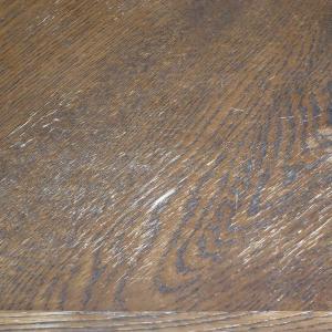 作品作りの前に床が気になって、床素人修理をしている最中