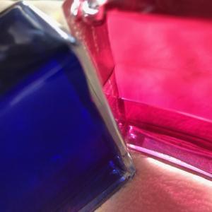 上層のブルー、下層のレッドピンク