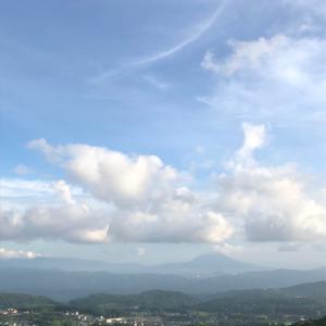 雨雲の上は今日も青