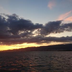 立ち寄った浜で夕焼けの美しさに感動した娘が撮影しました✨