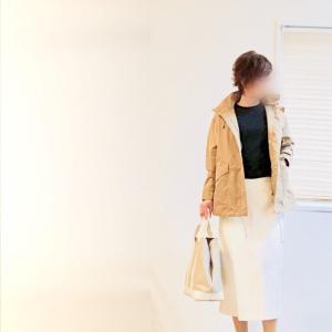 女性らしく上品に纏まるブルゾンで、休日の面談コーデ