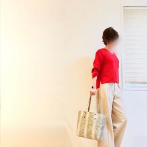 """週の始まりに着たくなる""""赤""""とシワも膝ポッコリも出にくい暖かパンツ"""