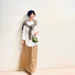 イージーさと落ち着いたツヤ感で、ハードルの高さを感じないサテンスカート
