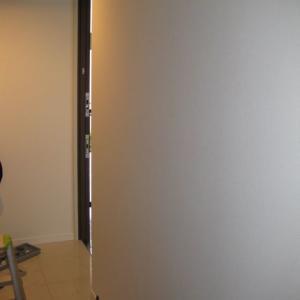ご新築マンションの玄関に面取りタイプの姿見ミラーを取付けました (横浜市都筑区MY様邸)