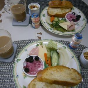 ナッツ漬け&紫玉葱マリネで休日ブランチ