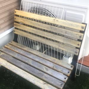 2年前に購入してボロボロになった屋外ベンチを塗装する