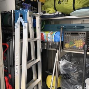 屋外物置が物で溢れたので棚をたくさん買って収納を増やす