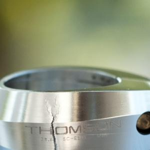 米国・THOMSON(トムソン)社のシートクランプが破損