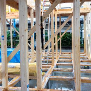 雨の中の上棟式