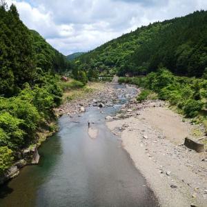【有田川ダム上】ドワシャーンッ! お気を付けください。
