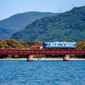海を渡る一両電車