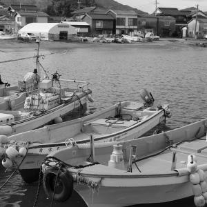2020.02.08:福吉漁港をモノクロで1