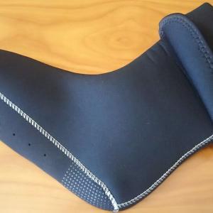 防寒対策にダウンパンツとウェットスーツ素材のインナーソックス