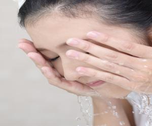 洗顔が肌のトラブルの原因かも