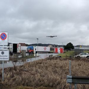 チューリヒ空港の、飛行機待ち伏せポイント。エアバス380のモンスターっぷり。